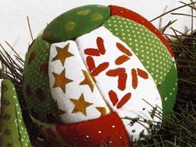 Pallina di Natale realizzata con la tecnica del patchwork
