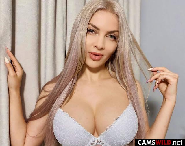 camswild-abbyheard-green-eyed-blonde-in-white-bra