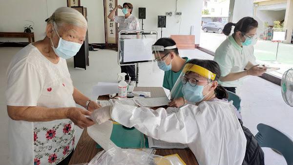慈濟彰化田中環保教育站接種站 26位長者施打疫苗