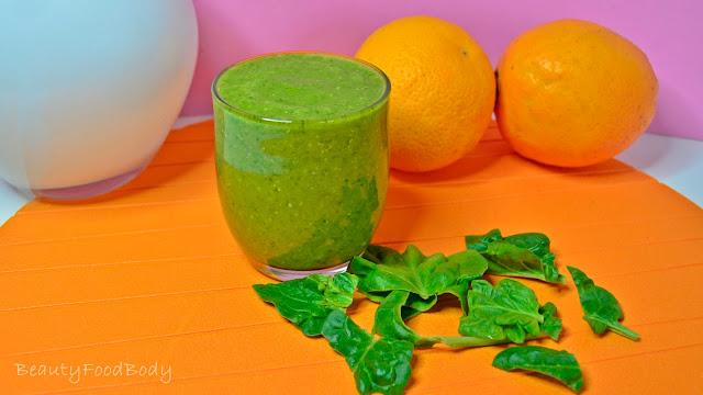 Desayunar smoothie verde para
