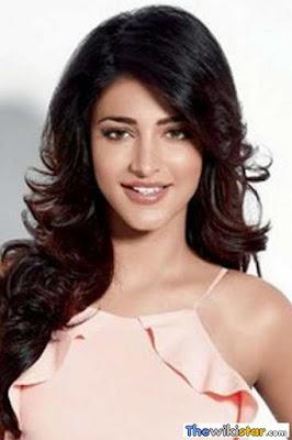 قصة حياة شروتي حسن (Shruti Haasan)، ممثلة ومغنية وعارضة أزياء هندية