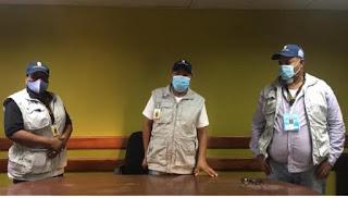 """QUE PROBLEMA!!! Denuncian dos encapuchados robaron valija al presidente y al secretario de un colegio electoral en Barahona. """"El internacional"""""""