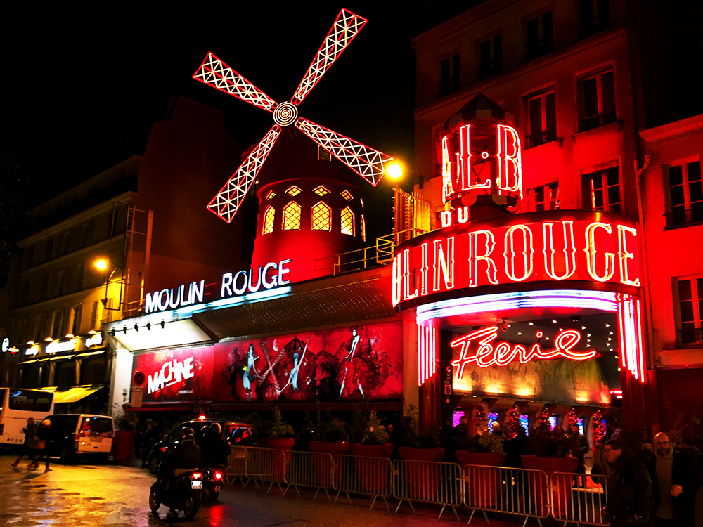 Moulin Rouge Féerie dance show - Paris cabaret theatre