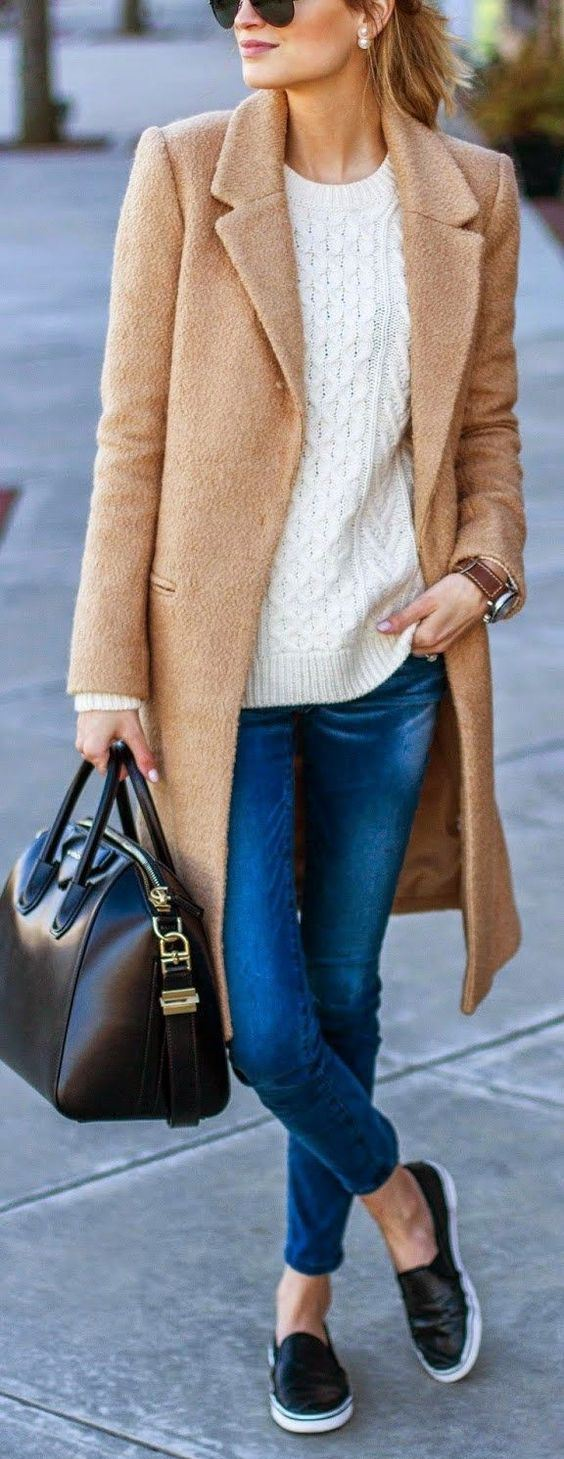 what to wear with a nude coat : sweater + bag +  skinny jeans