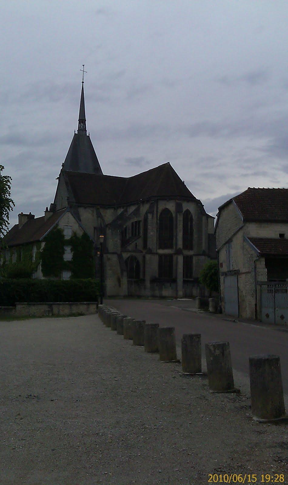 Église Saint-Pierre-ès-Liens (xiiie siècle) classée aux monuments historiques en 1840