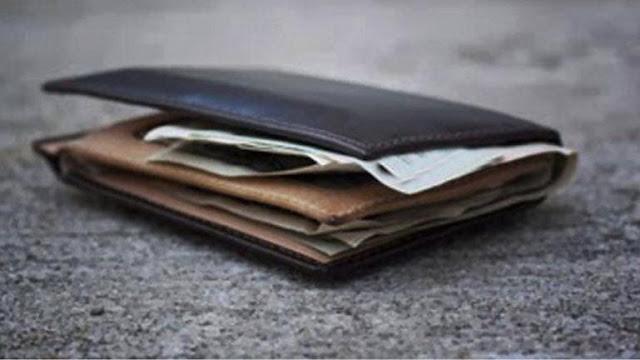 Βρέθηκε πορτοφόλι με χρήματα στο Άργος και παραδόθηκε στην αστυνομία