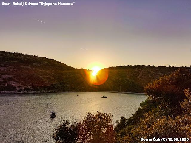 Zalazak sunca iz uvala Luka Rakalj