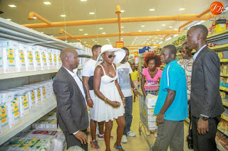 Akothee do shopping at Naivas Kisumu branch