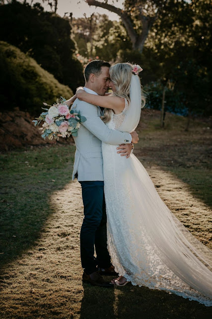 ayzia jade photography modern rustic winery wedding venue couple portraits grace loves lace floral design weddings stationery