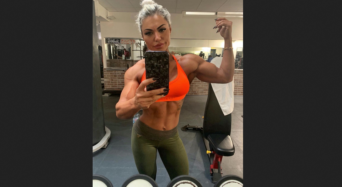 Videos and pics of muscular female bodybuilders