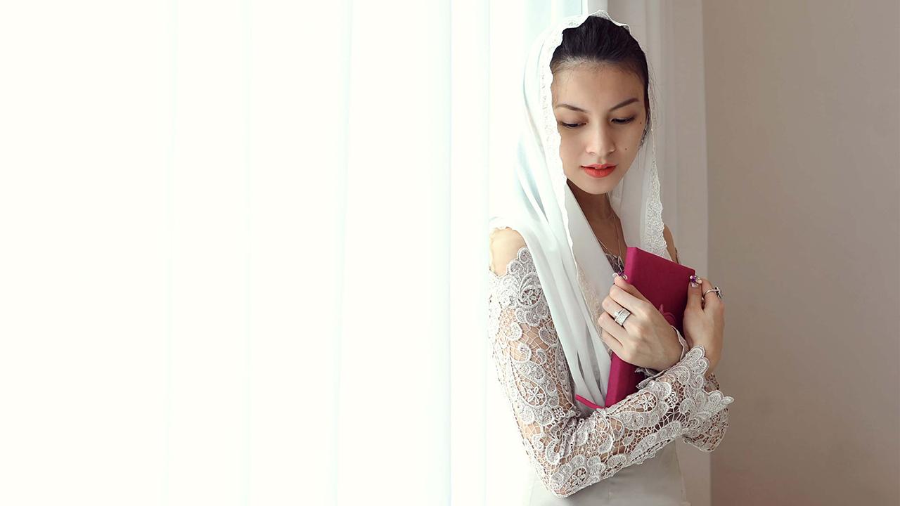 Donita pakai hijab manis dan seksi