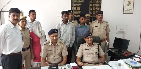 क्राईम ब्रांच डी.एल.एफ प्रभारी नवीन कुमार ने एक और धमाका करते हुए तीन आरोपियों को दबौचा
