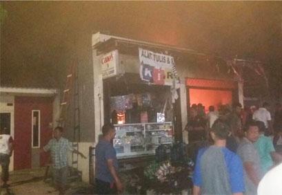 Sebuah kios klontong Hangus Terbakar Di Babelan KTW Cendrawasih