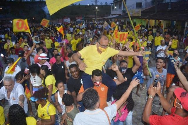 Pela primeira vez um candidato a PREFEITO lota praça em Monte Pascoal.