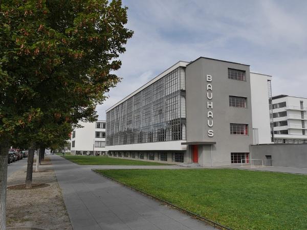 Bauhaus-Dessau-Weimar-Walter Gropius