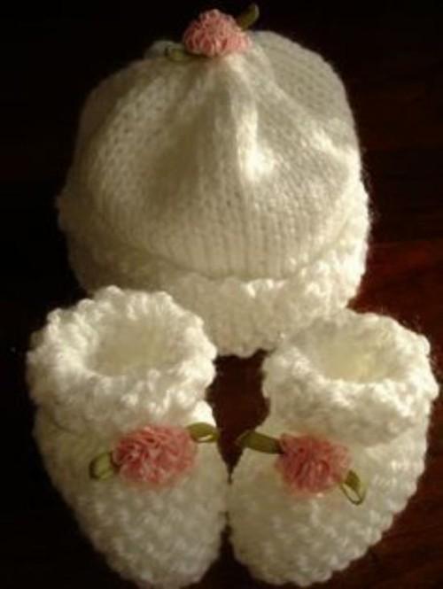 Michelle's Preemie-Newborn Booties & Hat - Free Pattern
