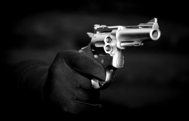 Ρόδο... 36χρονη ανάγκασε άνδρα να κάνει ανάληψη 2.500 ευρώ υπό την απειλή όπλου