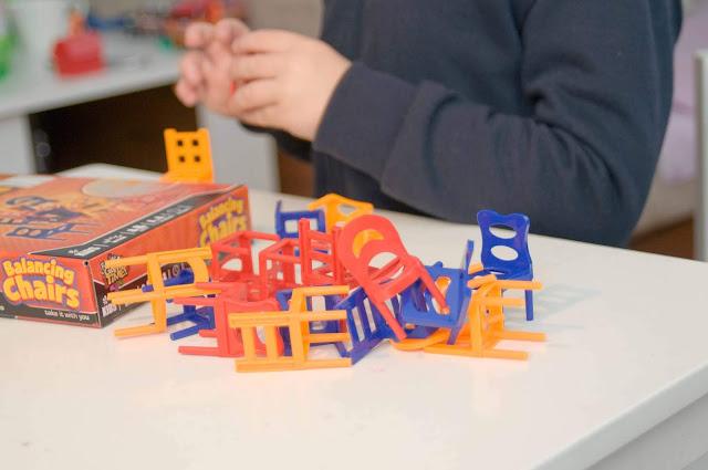 balansujące krzesła gra z pepco, jak spędzić czas z dzieckiem
