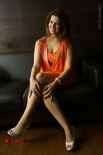 Actress Saloni Aswani Pos in Short Dress at Meelo Evaru Koteeswarudu Movie Interview  0274.JPG