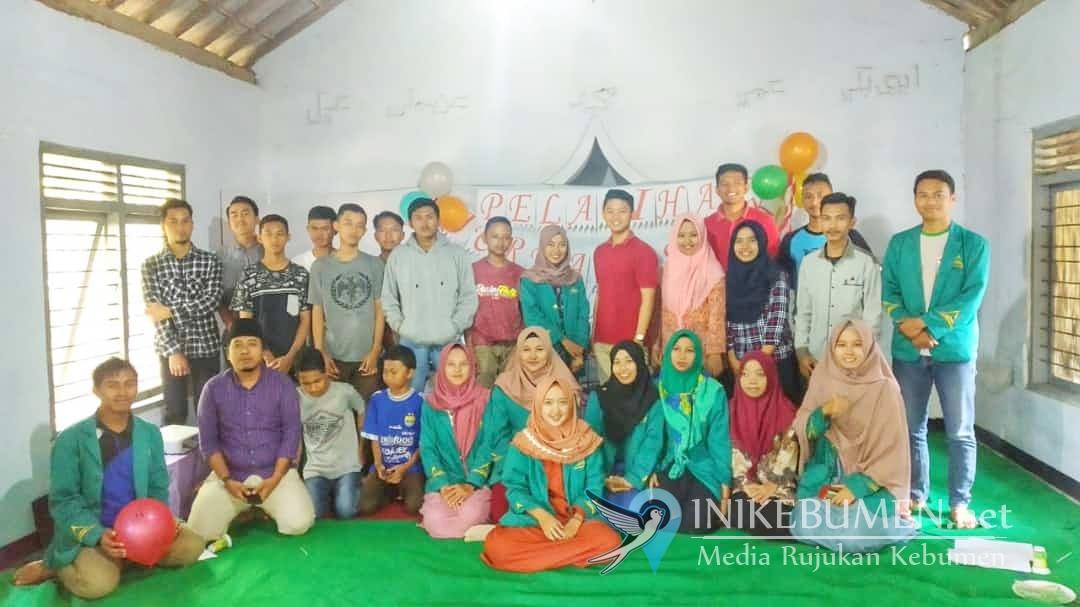 Mahasiswa KKN IAIN Purwokerto Latih Remaja Desa Kritig Jurnalistik