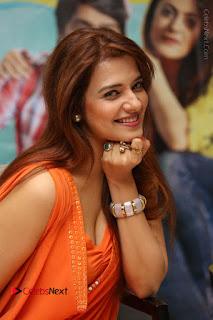 Actress Saloni Aswani Pos in Short Dress at Meelo Evaru Koteeswarudu Movie Interview  0110.JPG