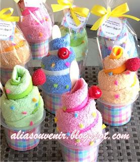 souvenir towel cake