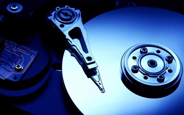 Como os dados são lidos e armazenados em um disco rígido?