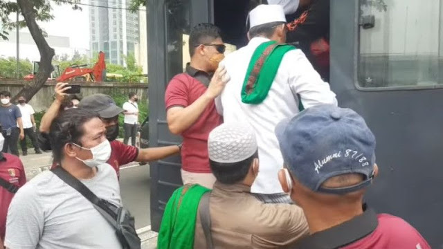 Ricuh di Pengadilan, 15 Pendukung Habib Rizieq Ditangkap Polisi