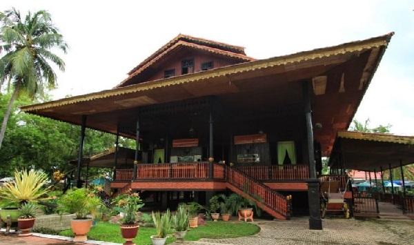 Rumah dulohupa dari Gorontalo