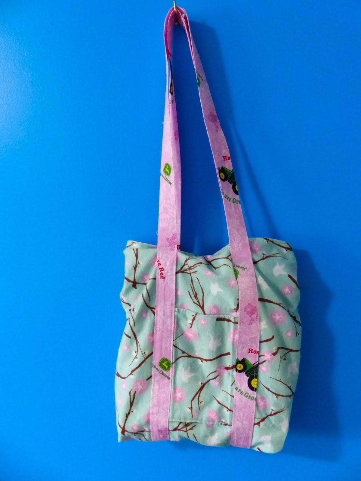 The Sewing Unicorn : Let's Go! The Rebecca Page Tote Bag