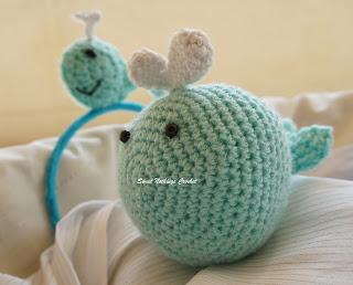 free crochet whale stuff toy pattern, free crochet whale amigurumi pattern, free crochet whale headband pattern, free crochet whale motif pattern