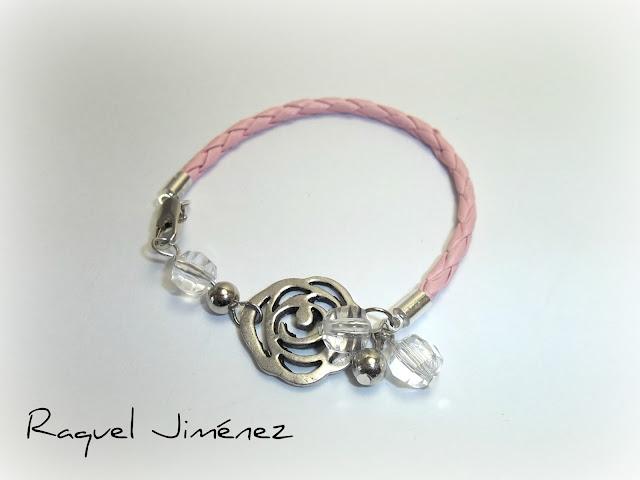 Pulsera en cuero rosa con flor