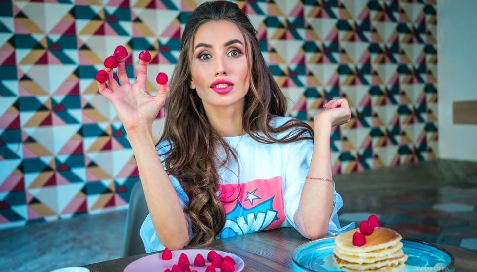 KarinaMayer Model GlamourCams