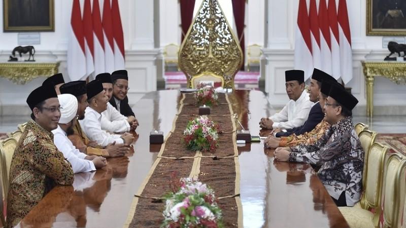 Presiden Jokowi menerima kunjungan GNPF-MUI di Istana Negara