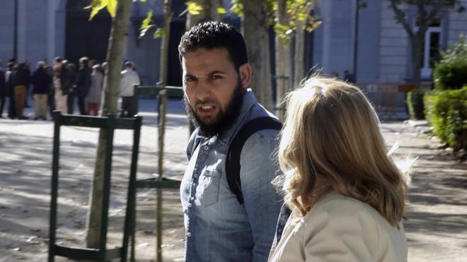 """El alcalde de Vitoria acusa a los magrebíes de """"vivir de las ayudas sociales"""" y de """"no tener interés en trabajar"""" Yihadismo-detenido"""
