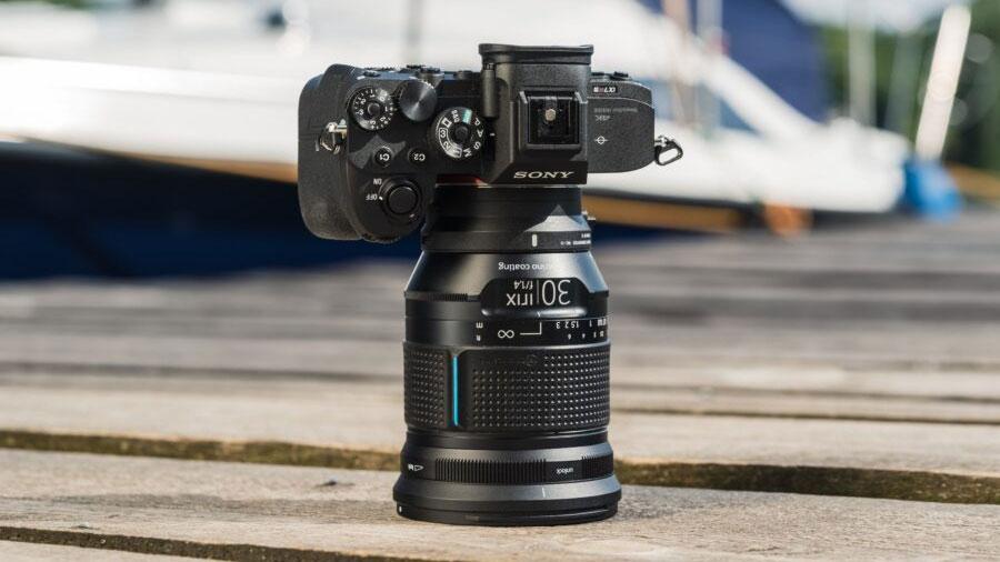Новый объектив Irix 30mm f/1.4 с камерой Sony