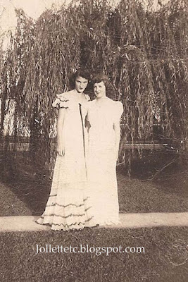 Beverly Slade and Jackie Shearidan Portsmouth, Virginia 1940s https://jollettetc.blogspot.com