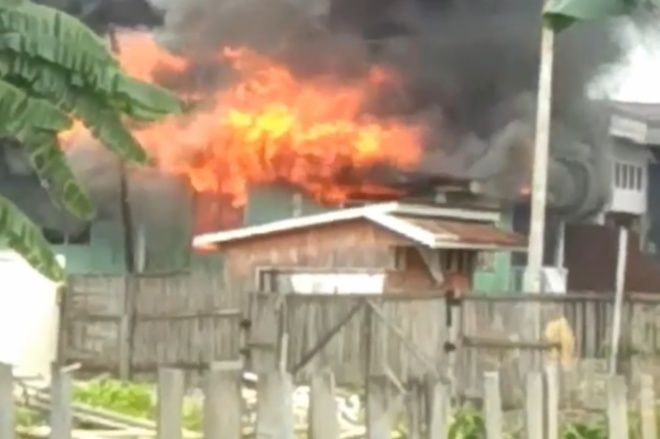 Ditinggal Kerja, Rumah Panggung di Bajoe Ludes Terbakar