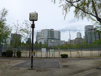 下福島公園 時計と運動場