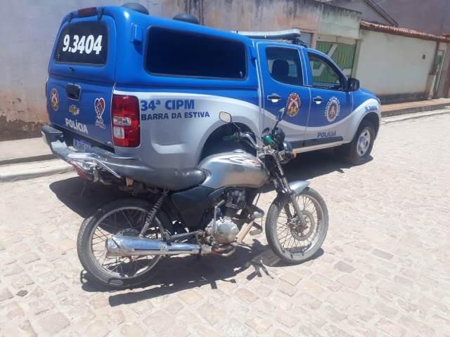 Polícia localiza moto roubada na zona rural Barra da Estiva