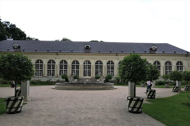 giardino dell'antica aranceria nel Parco Reale Łazienki