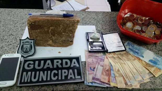 Guarda Municipal apreende um quilo de crack em São José dos Pinhais (PR)