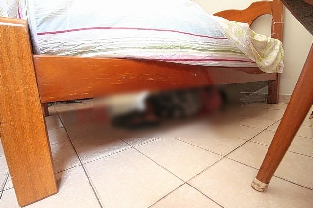 Rapaz com sintomas de embriaguez, bate em três carros no Bairro Urupá, foge, e se esconde debaixo da cama