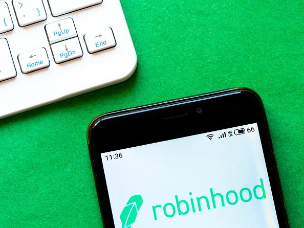 Clientes de Robinhood, Schwab, Vanguard que enfrentan problemas comerciales
