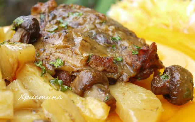 Свински джолани с картофи и гъби