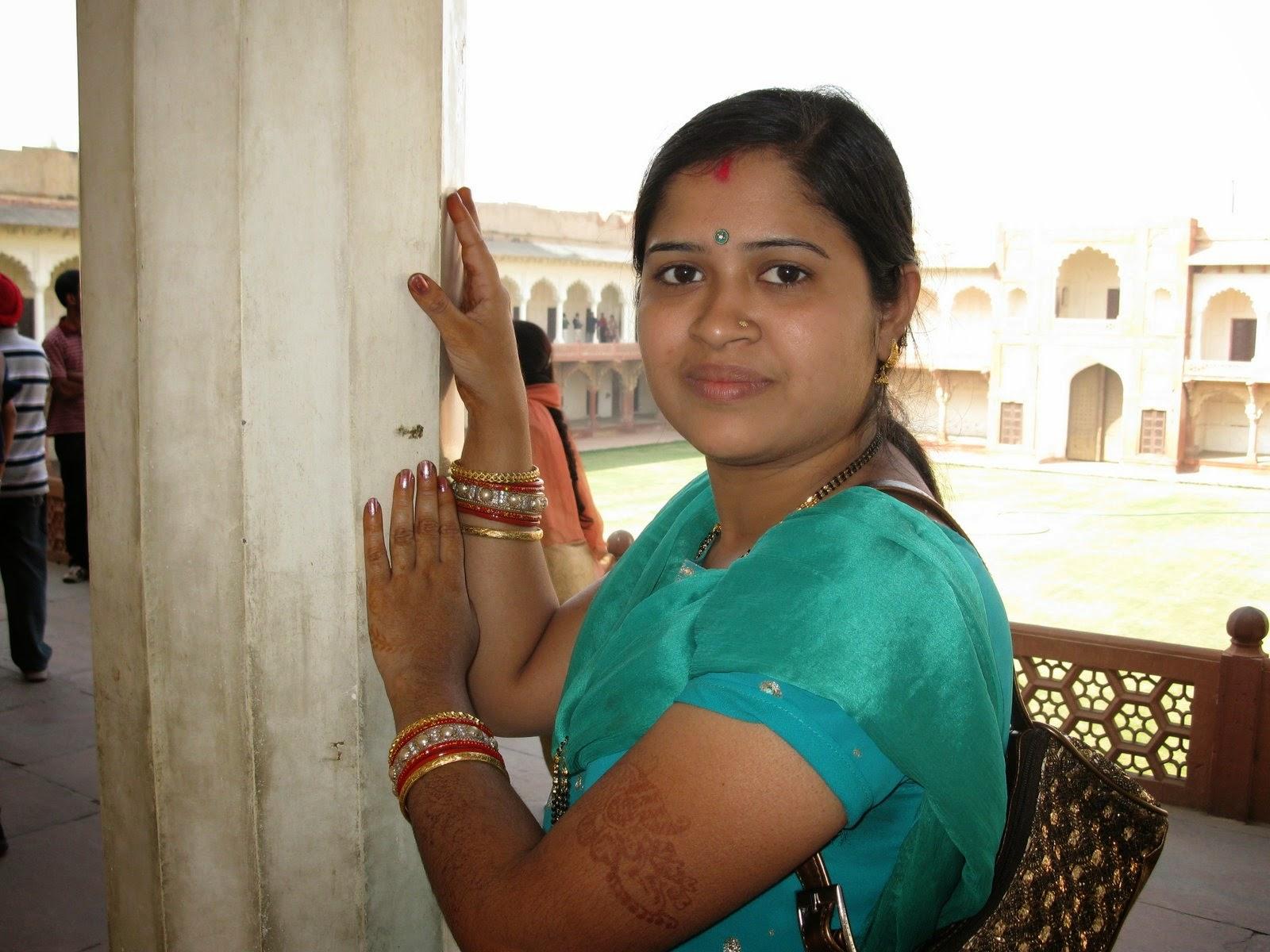 Beautiful Desi Tamil And Telugu Hot Aunties Photos