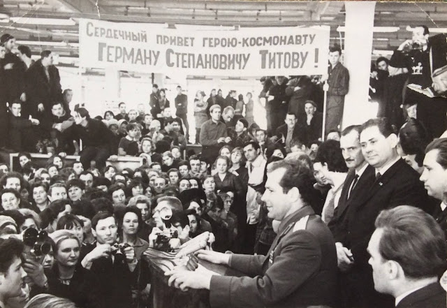 Рига. Космонавт № 2 Герман Титов на заводе ВЭФ