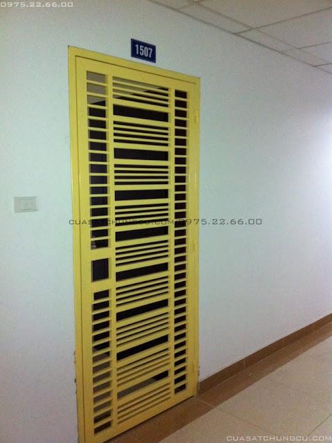 Cửa sắt chung cư 1 cánh màu vàng