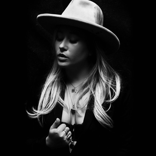 Anna Rose Unveils New Single 'Nobody Knows I'm Here'