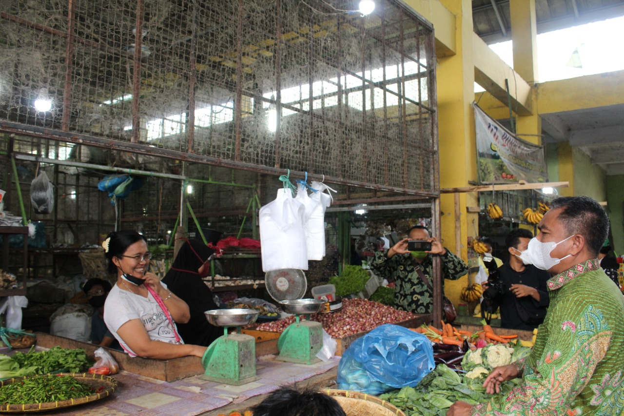 Bupati dan Wabup Sergai Galakkan Program Gerakan Belanja Bersama Kebutuhan Bahan Pokok di Pasar Rakyat